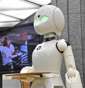 重度障害者による遠隔操作で給仕する分身ロボット「OriHime―D」